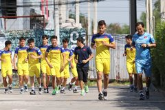 Đình Trọng tái khám, U23 Việt Nam chạy 15 vòng quanh khách sạn