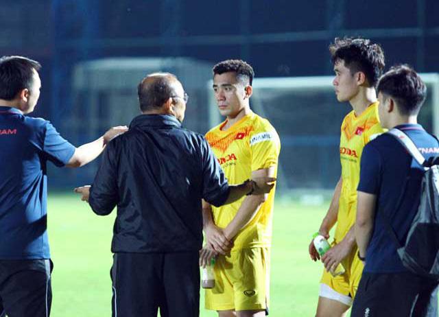 Thầy Park gặp riêng hàng thủ U23 Việt Nam sau trận thua Bahrain