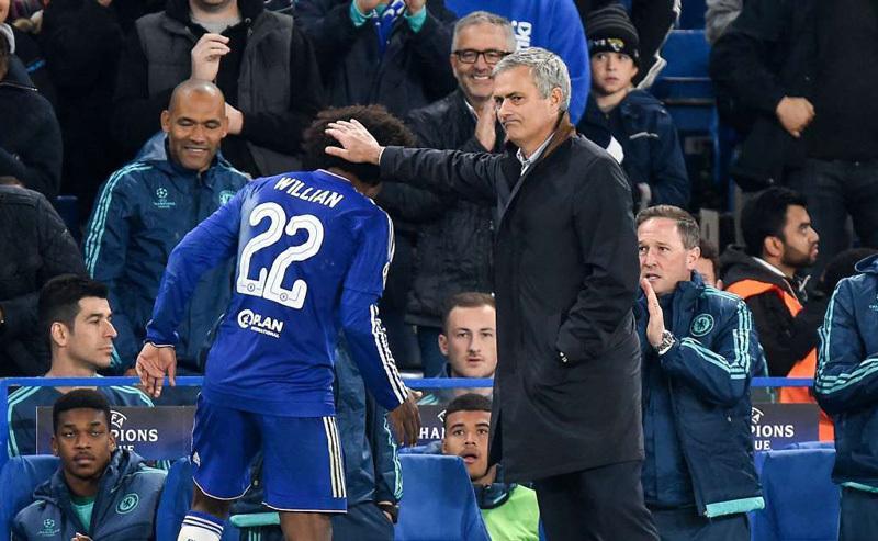 Mourinho 'bắt cóc' trò cũ, Chelsea nổi điên
