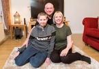 Vừa trúng số triệu USD, cặp vợ chồng được tin con trai khỏi ung thư