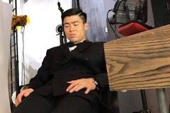 Cầu thủ Duy Mạnh ngủ gật ngon lành trong lúc chụp ảnh cưới