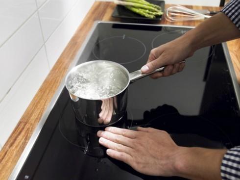 Sự thật 'kinh hoàng' về việc dùng bếp từ có hại cho sức khỏe?