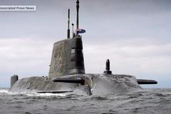 Lo chiến tranh, Anh điều tàu ngầm hạt nhân tới vùng Vịnh