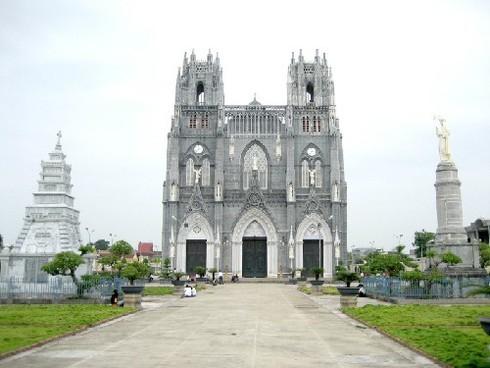 Phu Nhai church,minor basilicas,Vietnam,King Tu Duc,Bishop Nguyen Chu Trinh