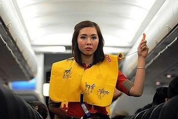 Nam hành khách bị phạt nặng vì xé vỏ áo phao trên máy bay