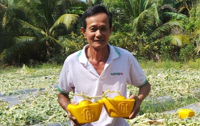 'Vua trồng dưa hấu thỏi vàng' bán 350 cặp dưa… thu về hơn 1 tỷ