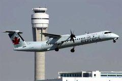 Phát hoảng nhìn máy bay chở khách rơi bánh khi cất cánh