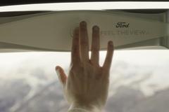 """Cửa xe thông minh giúp ngườimù""""nhìn"""" được bên ngoài"""