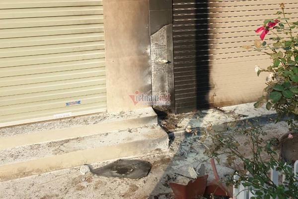 Bọc thuốc phát nổ như bom trước nhà dân chấn động thị trấn ở Hà Nội