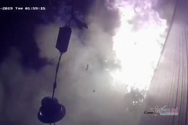 Clip bọc thuốc phát nổ như bom trước nhà dân ở Hà Nội