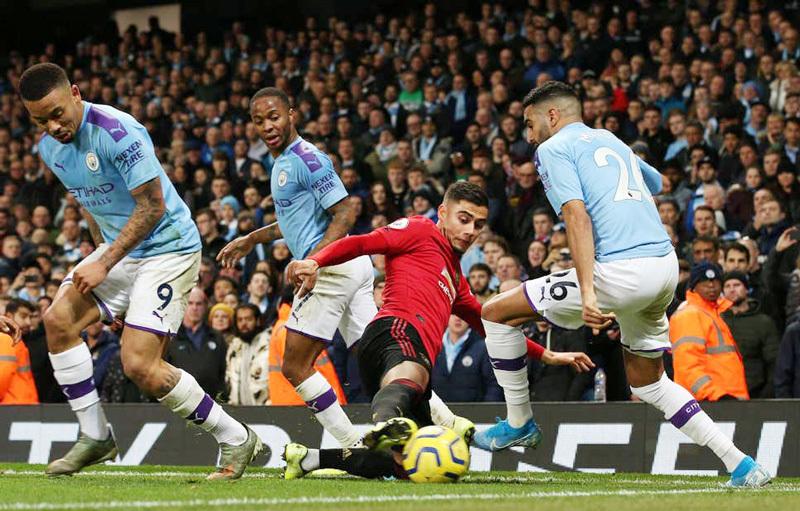 MU vs Man City: Derby rực lửa, khách lấn chủ