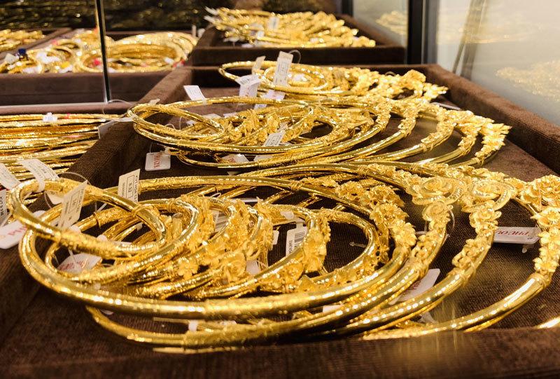 Giá vàng hôm nay 10/1, giảm 1 triệu đồng/lượng, vàng đuối sức