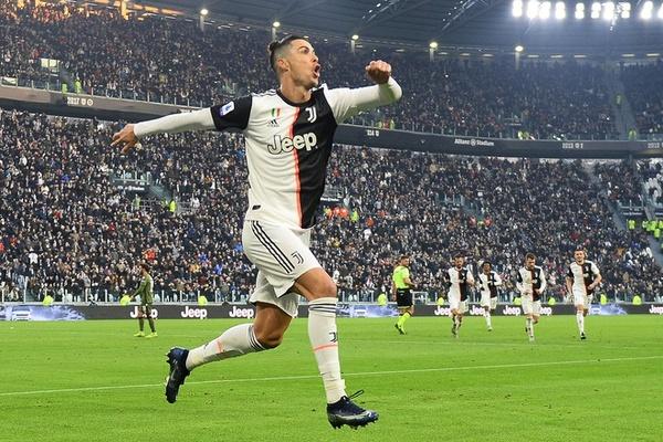 """Siêu nhân Ronaldo giúp Juventus thắng """"4 sao"""""""