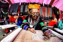 Nhờ học nghề dệt vài lanh, người Mông không còn phải ăn mèn mén thay cơm
