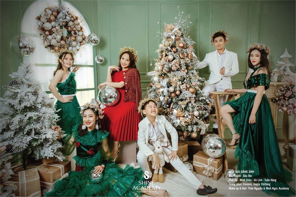 Thu Quỳnh khoe vòng 1 gợi cảm trong ảnh lịch đón năm mới