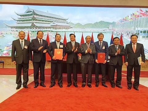 EVN, Laos' Phongsubthavy Group sign power purchase agreements