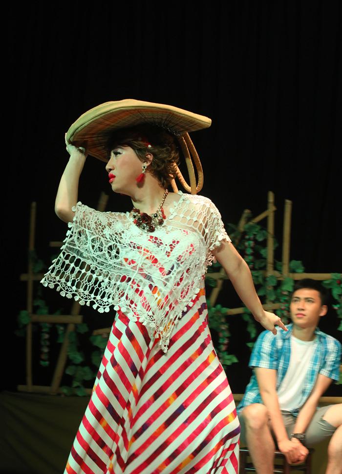 Người đồng tính, chuyển giới xuất hiện trên sân khấu Tết
