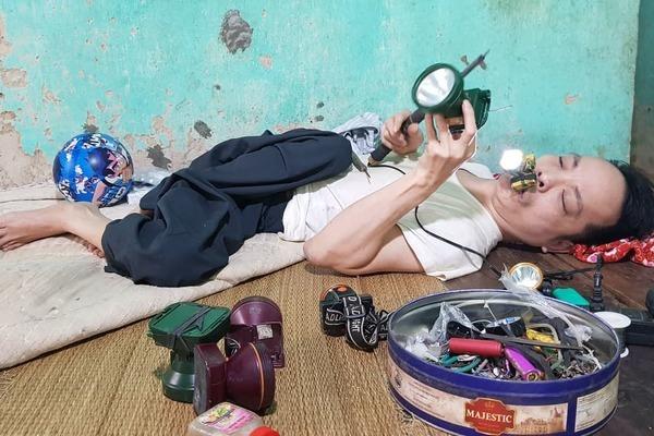 Chiếc smartphone đổi đời chàng trai nằm trên giường 24 tiếng mỗi ngày