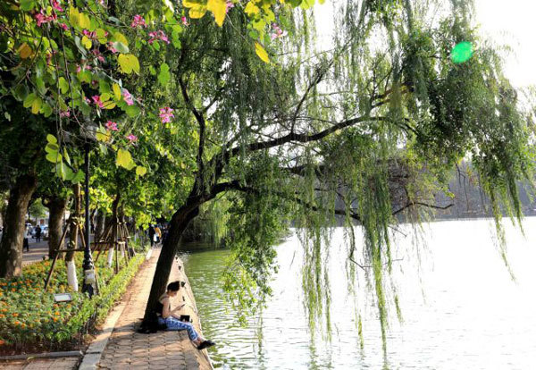 Hanoians applaud plan to build embankment around Hoan Kiem Lake