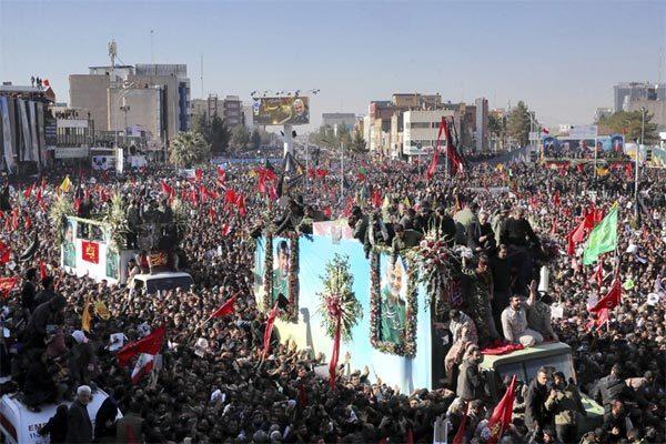 Giẫm đạp kinh hoàng tại đám tang tướng Iran, hàng trăm người thương vong