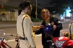 Người đàn ông Trung Quốc 'phê' rượu đi xe đạp bị phạt 500 ngàn đồng
