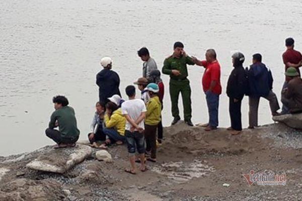 2 vợ chồng đắm thuyền ở Thái Bình, mới tìm được thi thể chồng