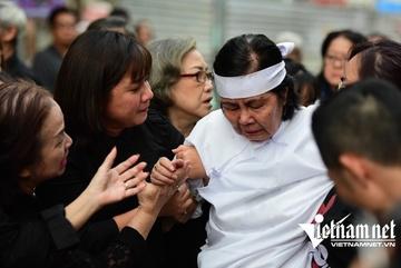 Con trai chưa kịp về, vợ khóc nghẹn ngày động quan NSƯT Chánh Tín