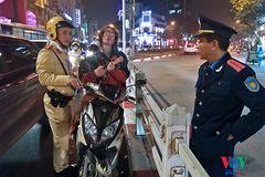 Thanh niên người Nga đàn hát nghêu ngao, thách thức CSGT