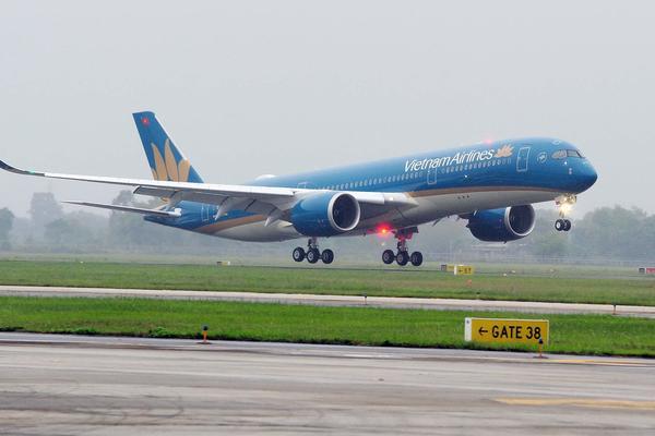 Khách đi máy bay ở vùng dịch Covid-19 được hỗ trợ đổi lịch bay
