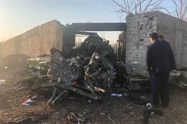 Máy bay chở hơn trăm người rơi ở Iran, không ai sống sót