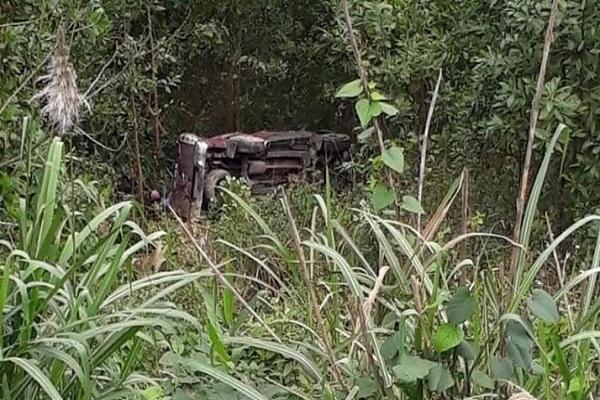 Xe bán tải lao xuống vực sâu ở Quảng Bình, tài xế tử vong