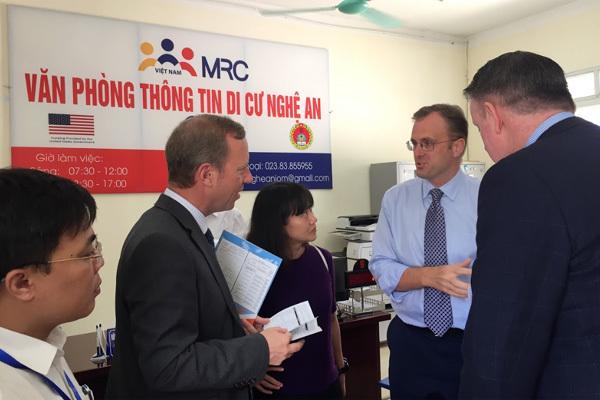 39 người chết trong container: Đại sứ Anh đi Nghệ An, Hà Tĩnh thăm hỏi gia đình nạn nhân