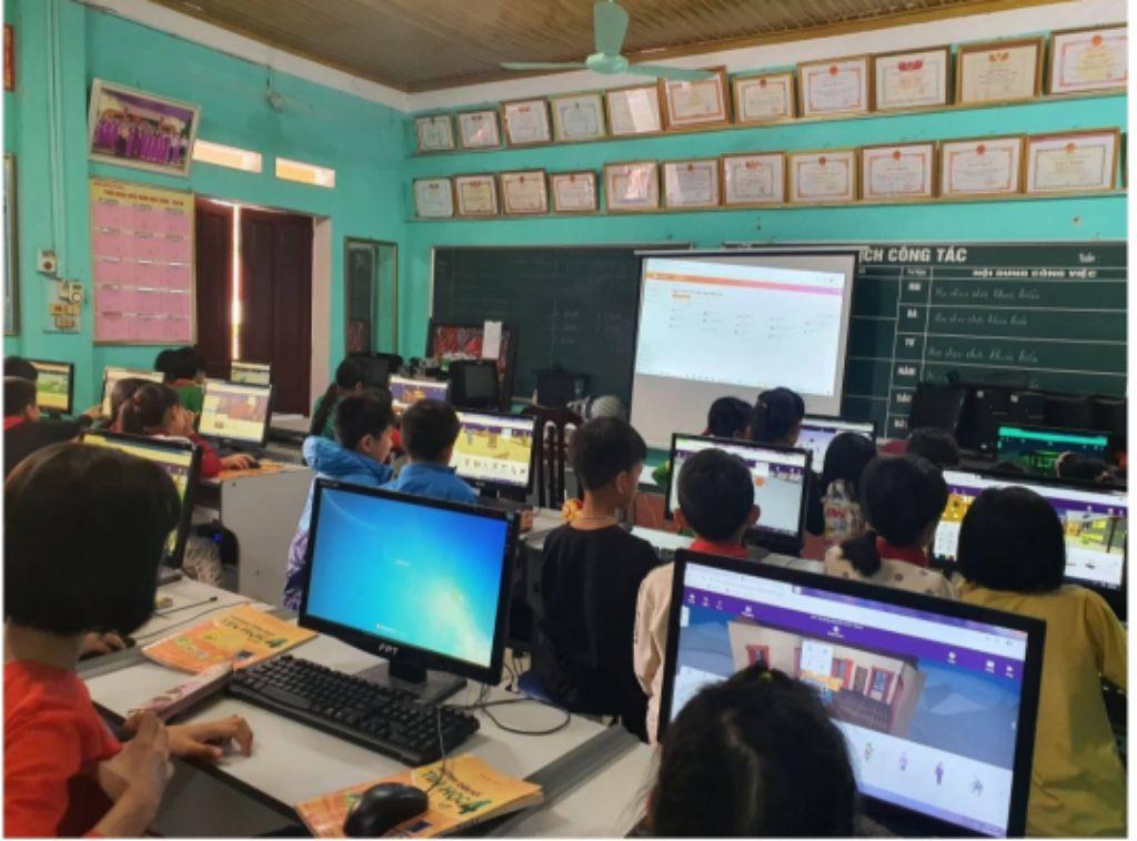 Những thầy cô miền xuôi mang giáo án 4.0 lên vùng cao
