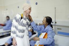 Hoa khôi truyền cảm hứng 19 tuổi hoá trị ung thư liên tục vẫn cười rạng rỡ