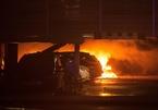 Bãi xe sân bay phát hỏa, 300 ôtô bị thiêu rụi