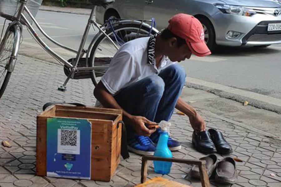 'Giơ mặt' ra đường, ăn xôi, đánh giày trong ví không 1 đồng tiền lẻ