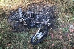 Hiệp sĩ Minh 'cô đơn' bị truy sát trong đêm, đốt xe máy