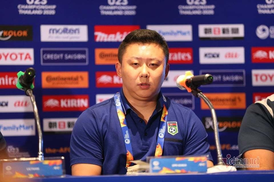 HLV U23 Triều Tiên: 'Việt Nam giúp chúng tôi thắng'