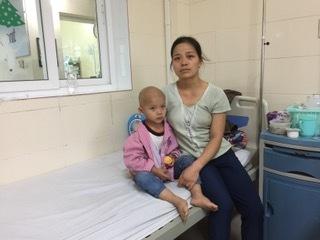 Người mẹ mù chữ bán cạn tài sản mong cứu con ung thư