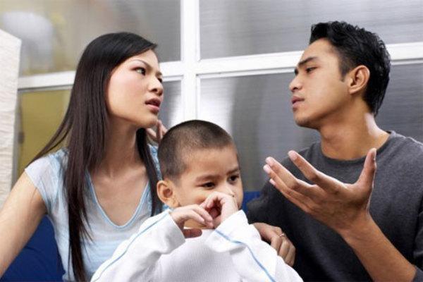 Ngăn vợ gặp con sau ly hôn, chồng vi phạm pháp luật