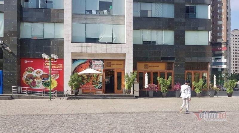 Hàng trăm m2 tại tầng 1 chung cư 25T2 thuộc Cụm nhà ở N05 hiện đang được làm nhà hàng Quán Ăn Ngon.