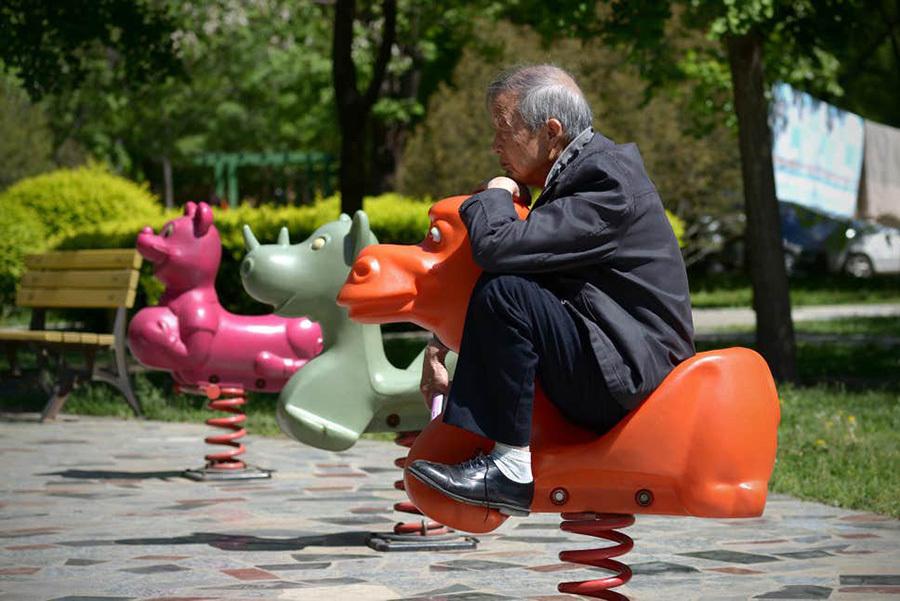 Sau ly hôn, cụ ông 80 tuổi ra công viên tìm bạn đời