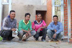 Những nhóm thợ xây dựng giúp nhau thoát nghèo ở Tây Nguyên