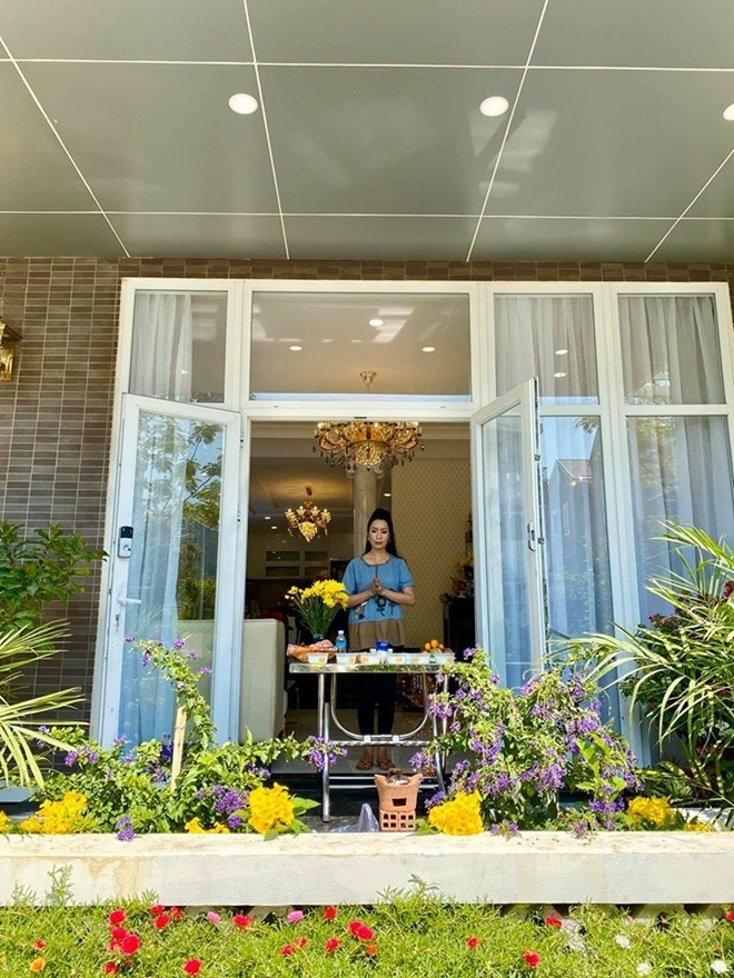 Trịnh Kim Chi dọn về biệt thự 200m2 chồng mua tặng ở TP HCM