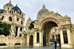 Cận cảnh bên trong tòa lâu đài dát vàng nghìn tỷ của đại gia Ninh Bình