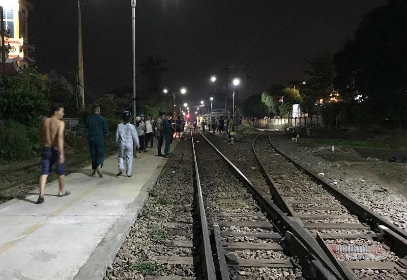 Đi bộ trên đường sắt, người đàn ông ở Bình Dương bị tàu hỏa tông chết