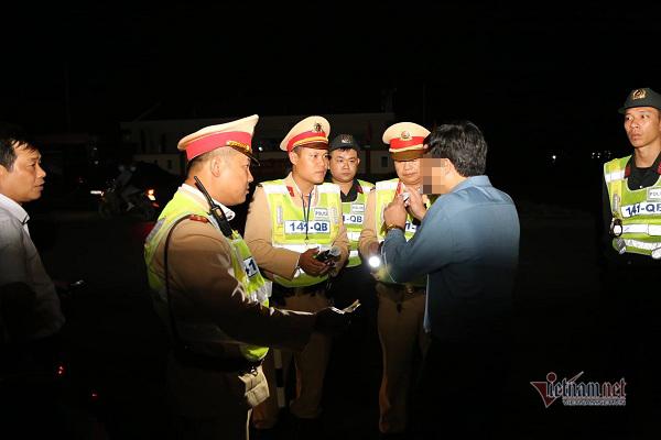 Uống rượu vẫn lái xe, Phó phòng giáo dục ở Quảng Bình bị phạt 35 triệu