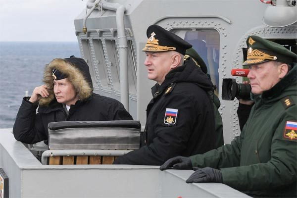 Nga tập trận rầm rộ, Putin đích thân thị sát hải quân bắn tên lửa 'khủng'
