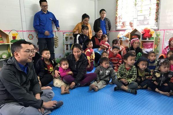 Đoàn thanh niên Bộ TT&TT thăm và tặng quà người dân Bắc Kạn