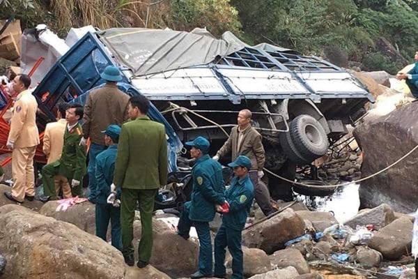 Xe tải lao xuống vực ở Lai Châu, 3 người chết